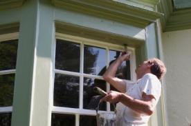 holzfenster streichen wenn der lack ab ist hausbau. Black Bedroom Furniture Sets. Home Design Ideas