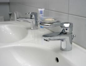 Zeitgemäße und stylische Armaturen für das Badezimmer finden ...